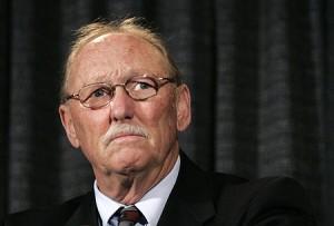 Esküdt ellenség: Tom Sneddon ügyész
